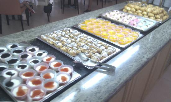 Ialyssos Bay Hotel Suneo Club: Selection of deserts, nice !