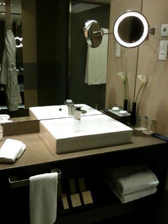 Al Faisaliah Hotel: Batroom Sink