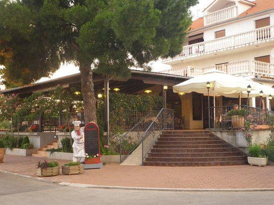 Tisno, Croatia: Der Restaurant