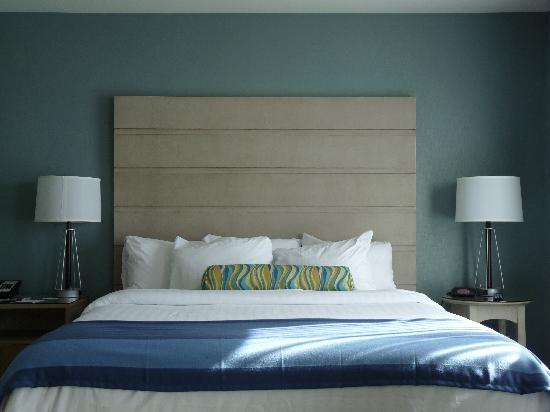 Residence Inn Portsmouth Downtown/Waterfront : My bed...