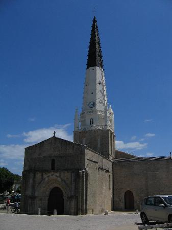 Ars-en-Re, France : Kirche St. Etienne mit Glockenturm