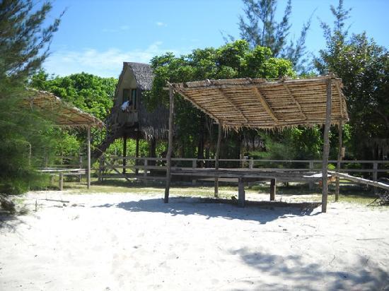 Пулау-Мантанани-Бесар, Малайзия: Our chalet, right by the beach.