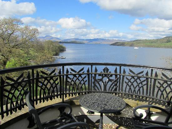 Alexandria, UK: amazing balcony....great view of Loch Lomand