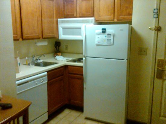 Staybridge Suites Peoria Downtown: The kitchen
