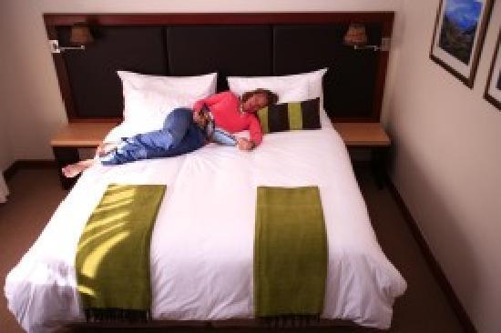De Noordhoek Hotel: Me on the best beds ever!
