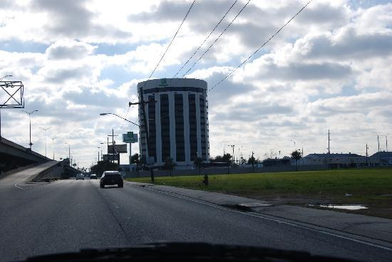 Holiday Inn New Orleans West Bank Tower Outside