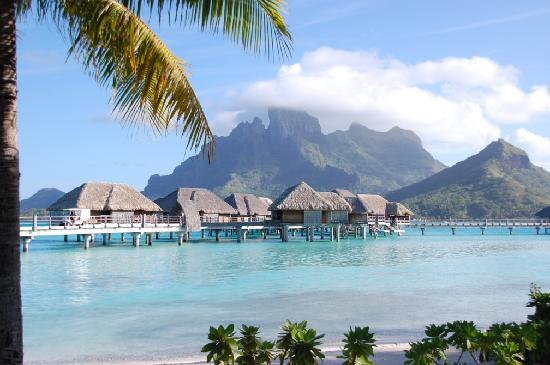 Four Seasons Resort Bora-Bora : Picture postcard perfect