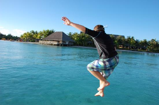Four Seasons Resort Bora Bora: Great fun jumping into the lagoon!