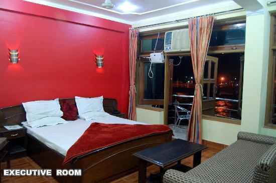 Hotel Aditya : EXECUTIVE ROOM