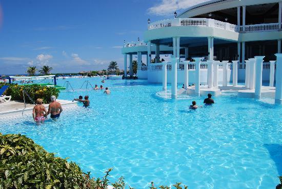 Grand Palladium Lady Hamilton Resort & Spa: this pool is HUGE