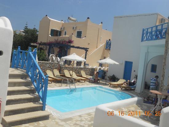 Sea Side Beach Hotel: blue Greece