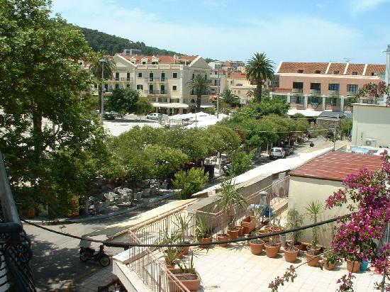 Mirabel City Center Hotel: View from balcony ofTown Square, Argostoli