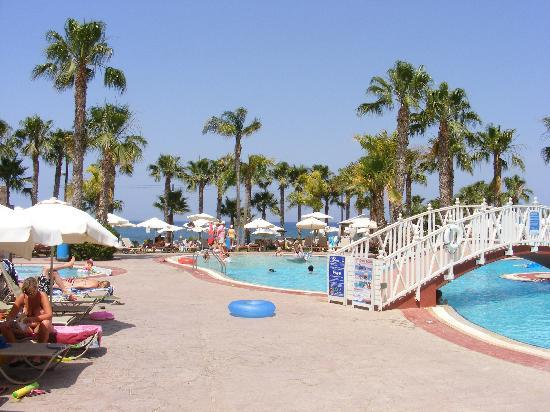 Anastasia Beach Hotel: Pool area
