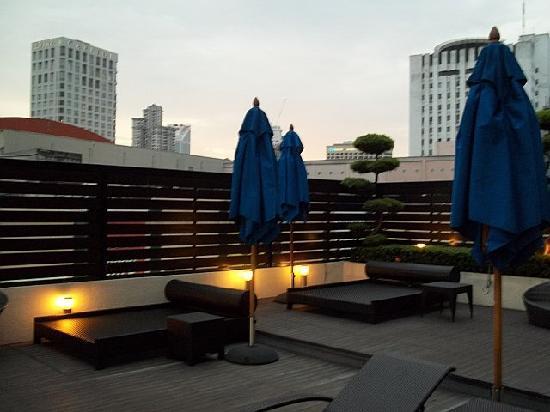 PARKROYAL Kuala Lumpur: Pool area also
