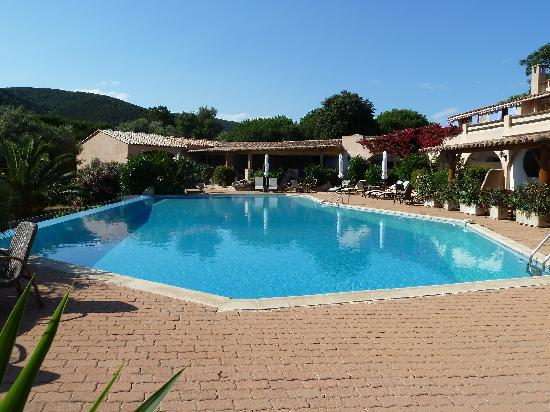 Hotel Palombaggia : piscine à débordement
