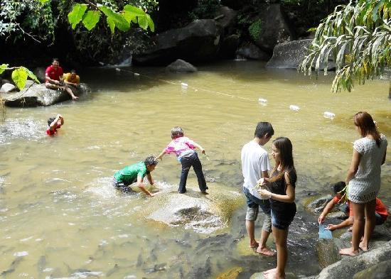 Namtok Phlio National Park: One on many pools for swimming and feeding the fish