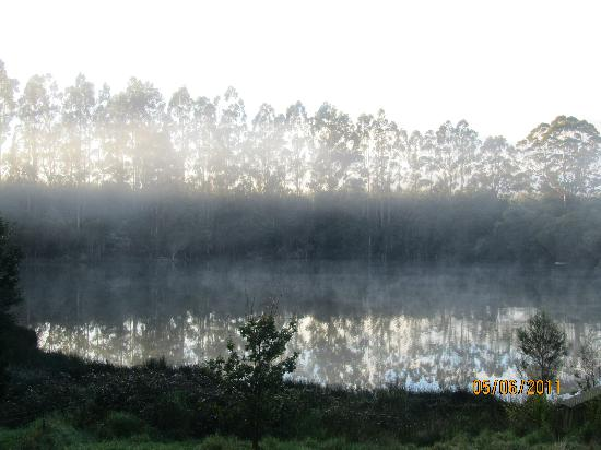 Jenny's Lake : Morning by the lake (view from room).