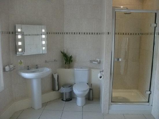 Falcon's Nest Hotel: Bathroom