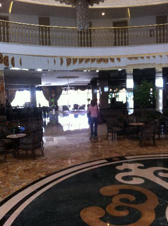 Side Crown Palace: Hotel lobby