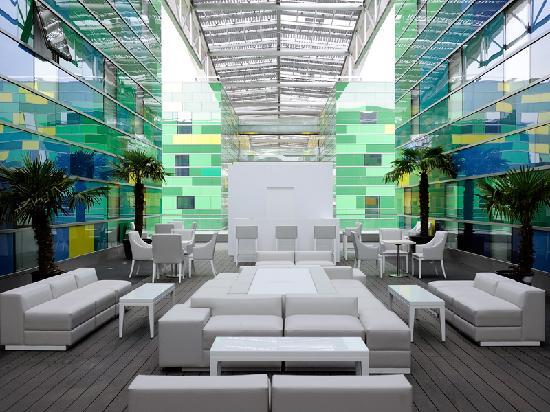 Comfort Hotel Centre Del Mon: Outdoor terrace Hotels Centre del Mon Perpignan