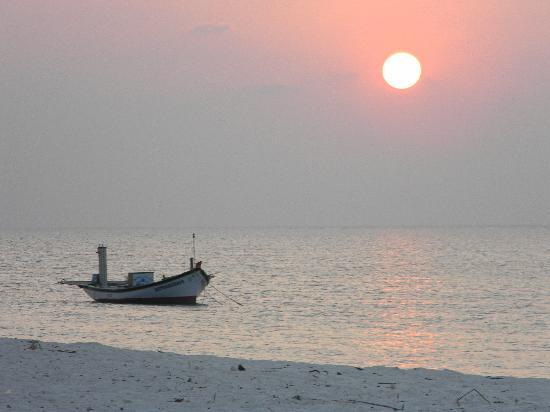 Lakshadweep Homestay Kasim K: Sunset at the North Bay