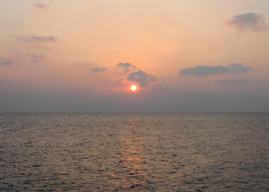 Lakshadweep Homestay Kasim K: Sunrise at the Eastern beach