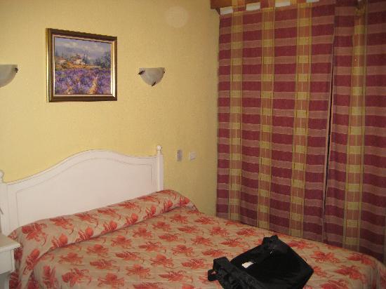 HOTEL LE CONCORDE : our room