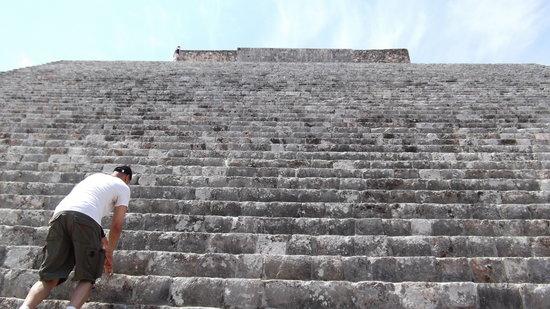 Tempel von Uxmal: Uxmal - Climbing the main pyramid