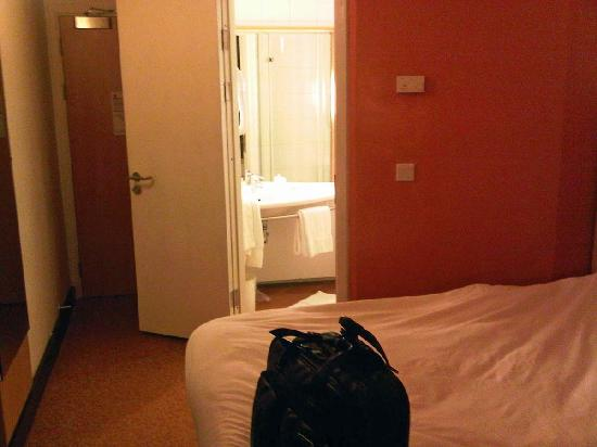 Ibis Lagos Airport: Rooms are certainly smaller than other Ibis hotels.