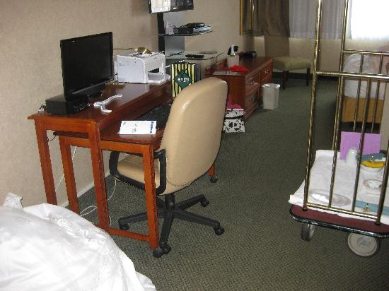 Clarion Inn & Suites: Computer (and part of my dress on the floor) lol