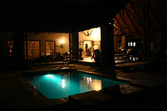 Shikwari Game Reserve: In the evening the pool