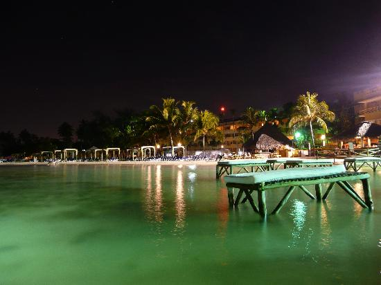 Boca Chica, Dominikanska Republiken: Night view of the water