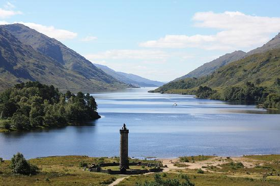 Glenfinnan, UK: Hotel Sits On The Shores Of Loch Shiel