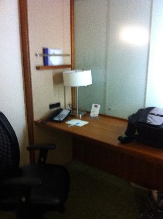 SpringHill Suites Lake Charles: Desk area