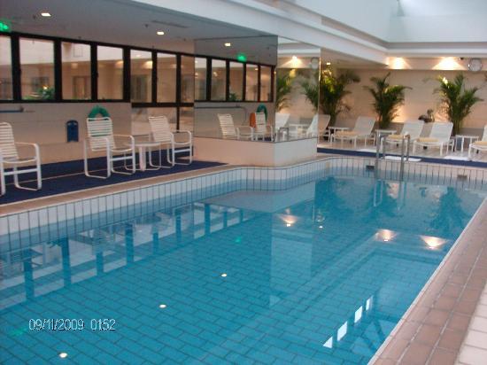 คราวน์ พลาซ่า ปักกิ่ง วังฟูจิง โฮเต็ล: la piscine