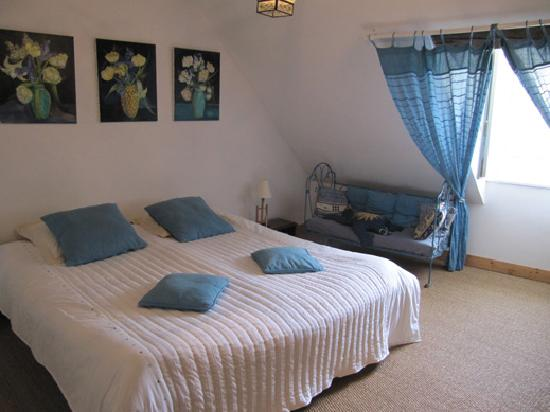 La Closeraie Chambres d'hotes : Top floor bedroom