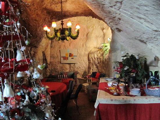 La Closeraie Chambres d'hotes : The breakfast cave!