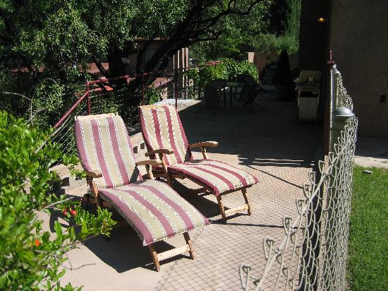 Flanigan's Villas: Patio on the back of the house
