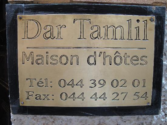 Riad Dar Tamlil: La placa en la puerta del  riad