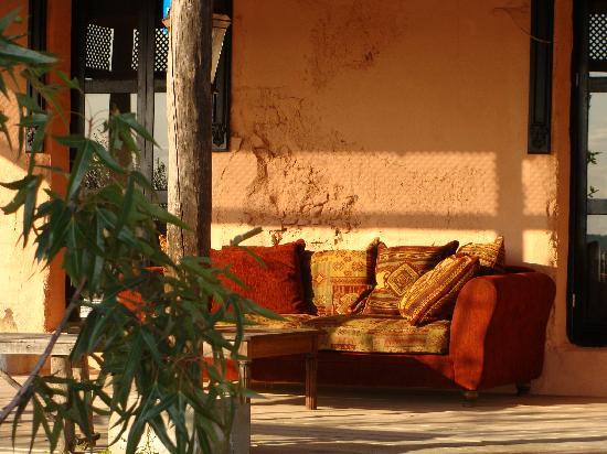 Cortijo San Jose: De bank op veranda