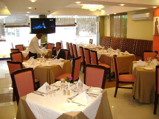 هوتل نيكو تاور: Glass Chimney Restaurant
