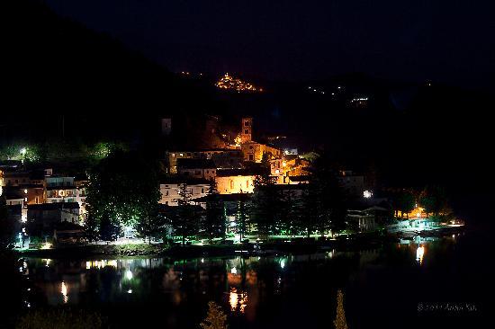 Piediluco, Italia: Vista sul lago durante l'eclissi di luna del 15.06.2011