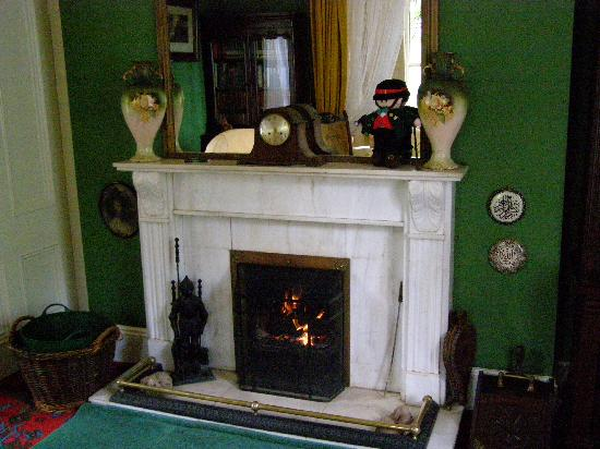 Abbey House: A warm and welcoming peat fire.