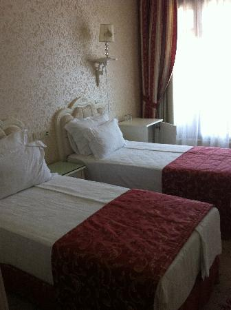 And Hotel: Double with twin beds