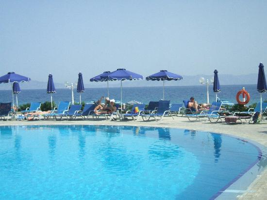 Sun Beach Resort Complex: Very nice pool!