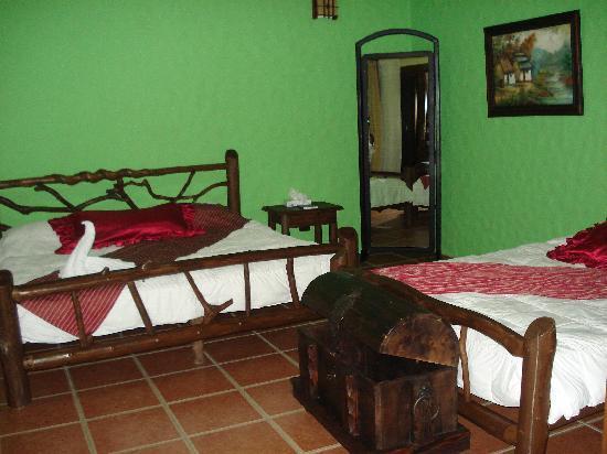 Hotel Mountain Paradise: habitacion