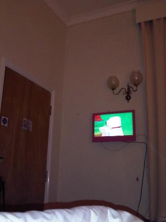 Lamp Post Villa B&B: Pinker Fernseher - sorry für schlechte Bildqualität