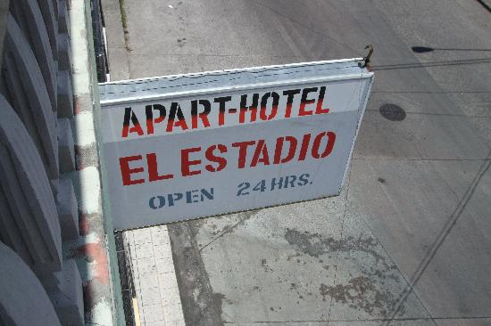 Hotel El Estadio: sign of hotel