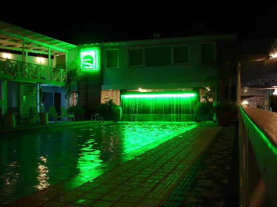 Parador Villa Parguera : Pool lit up at night