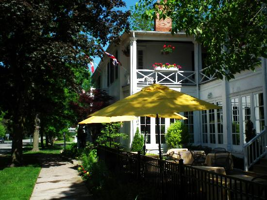 The Charles Hotel: The patio